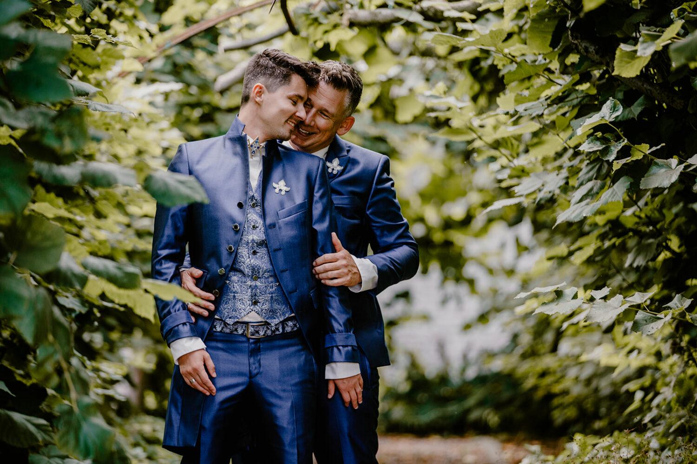 Echte bruidsparen die trouwden in de zomer van 2021